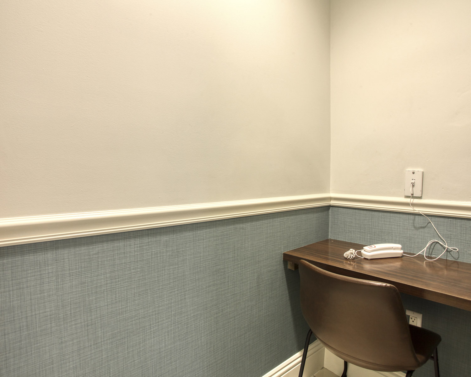 Fort Lauderdale detox center image 37 private space for phone calls away from the common spaces